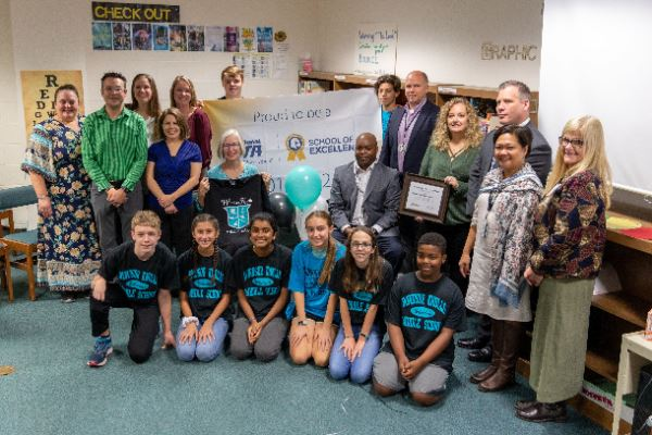 Windsor Knolls Middle Is National PTA School of Excellence